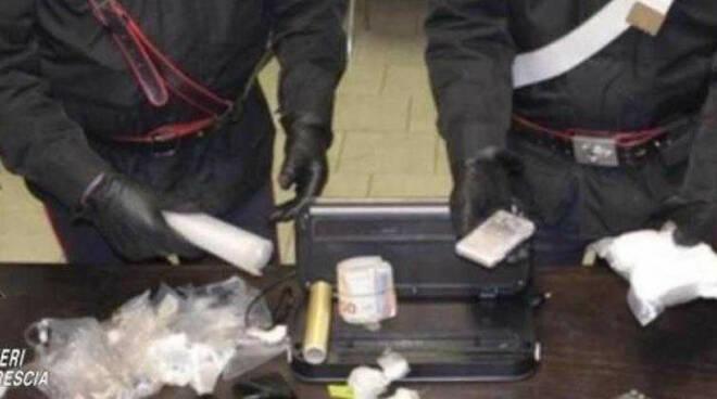 Valcamonica spaccia droga a domicilio fermato dai carabinieri