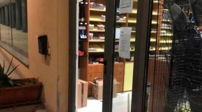 Brescia Due nuova spaccata alla tabaccheria Crystal di Bargis