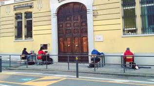 Brescia studenti in protesta fanno lezione fuori dal Calini e Gambara