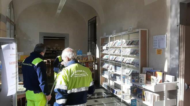 Rovato biblioteca si allaga dopo un guasto Patrimonio librario salvo
