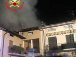 Erbusco tetto in fiamme nella notte famiglia evacuata e senza casa