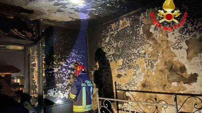 Ghedi scoppia incendio in casa Residente salvato dai vigili del fuoco