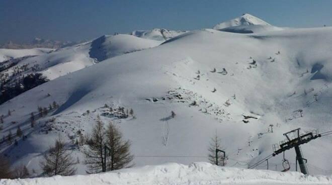 Montecampione turisti incoscienti cercano la quota Bloccati nella neve