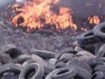 Palazzolo brucia per due volte le gomme di officina Denunciato