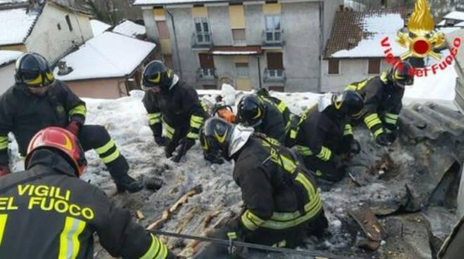 Lodrino in fiamme il tetto di una casa Sul posto i vigili del fuoco