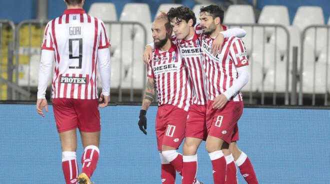 Serie B Brescia battuto 3 0 dal Vicenza Arbitro contestato