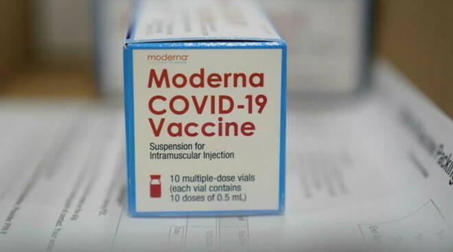 Vaccino anti Covid, via libera anche a Moderna 15 mila dosi a Brescia