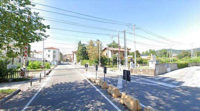 Brescia via Cremona passaggio a livello