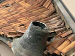 Cimbergo campana precipita sul tetto Nessun ferito e dramma sfiorato