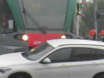 Iseo auto bloccata colpita da un treno sfiorata la tragedia