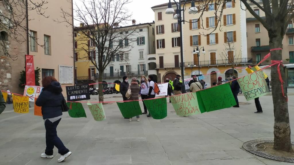Presidio ambientalisti caso Caffaro Brescia Basta Veleni ambiente inquinamento