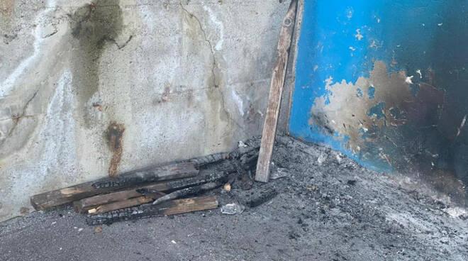 Saviore Adamello vandali si accaniscono contro il centro sportivo