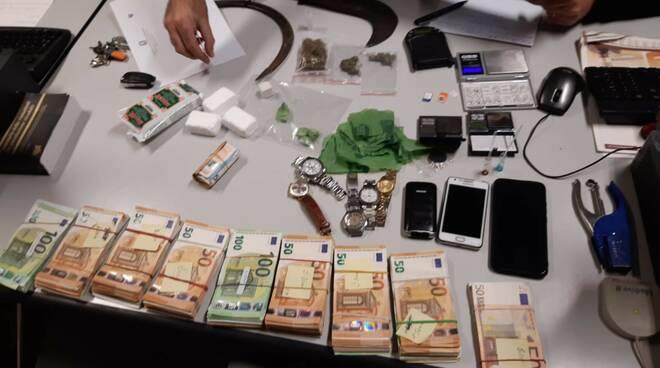 spacciatore arrestato a Iseo con droga e contanti