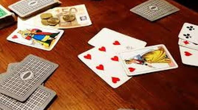 Capriolo partita a carte al circolo con numeri da zona rossa tutti multati