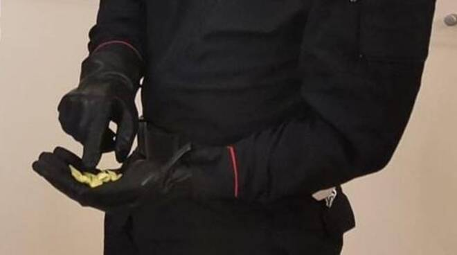 carabiniere di Brescia con cocaina sequestrata