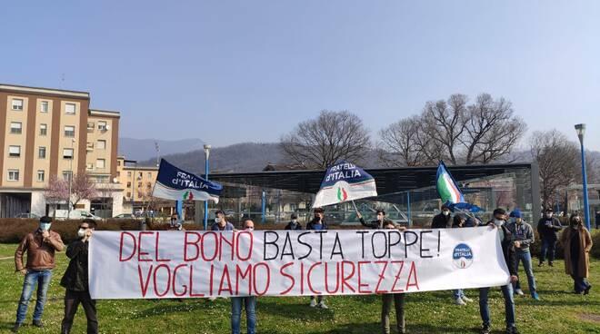 Mompiano manifestazione Fratelli d'Italia presidio
