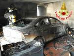 Rovato auto in fiamme nel garage arrivano i vigili del fuoco