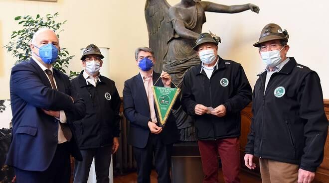 Alpini di Brescia omaggio al sindaco Del Bono