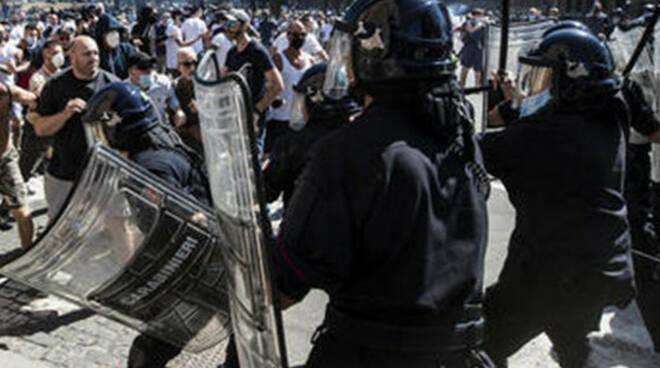Arresti per i disordini al Circo Massimo di Roma anche un bresciano