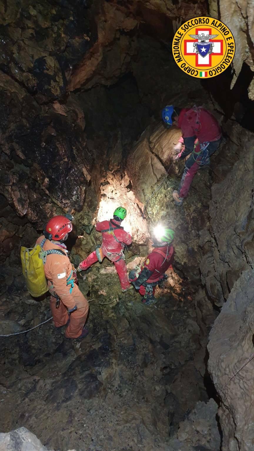 Oltre 40 persone impegnate nell'esercitazione della IX Delegazione Lombarda speleologica del Cnsas