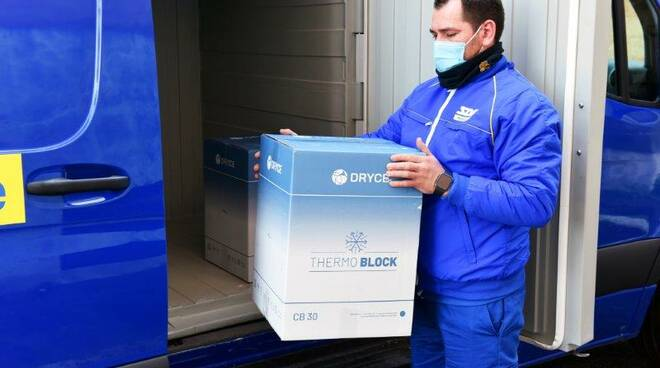 sda porta 3.500 dosi di astrazeneca a Brescia