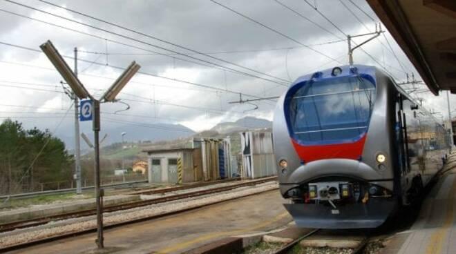 trasporto ferrovia treni