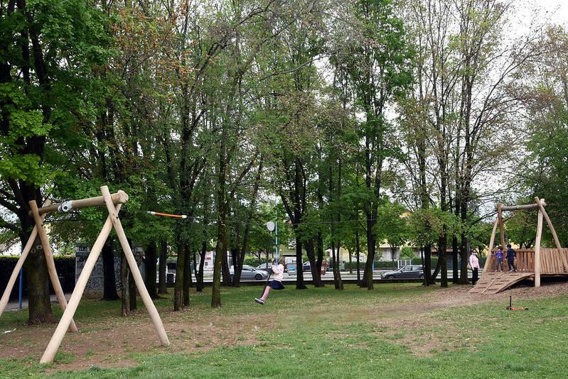 arredi e giochi nei parchi di brescia