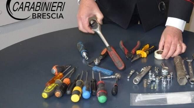 attrezzi da scasso sequestrati dai carabinieri
