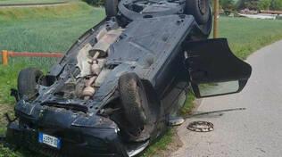 Auto si ribalta dopo inseguimento tra Capriolo e Palazzolo due denunciati
