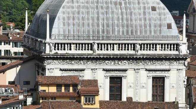 Brescia Duomo Loggia centro