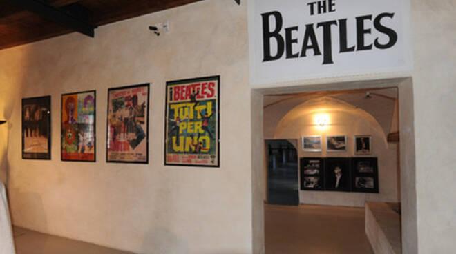 Brescia il Museo Mille Miglia sfratta altare dei cimeli dei Beatles