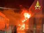 Carpenedolo vasto incendio in capannone distrutto magazzino cinese