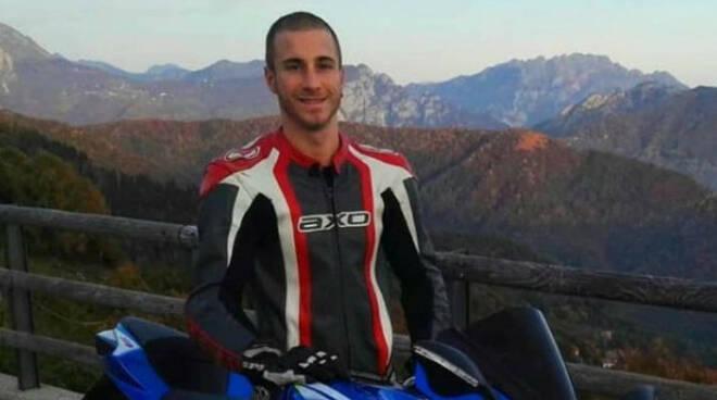 Corteno Golgi frontale auto moto è morto il centauro 26enne