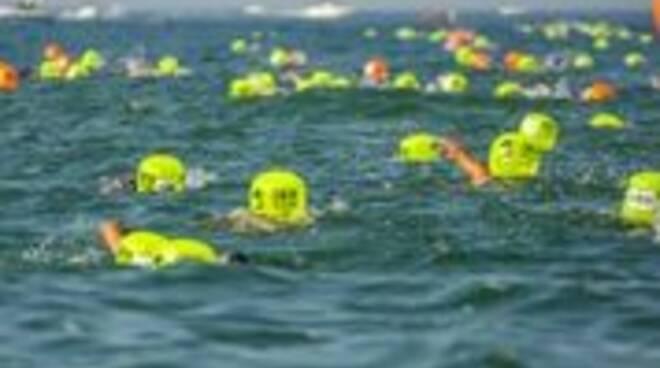 A Sirmione il circuito di nuoto in acque libere Swimtheisland