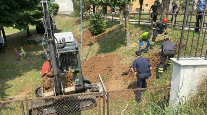 Muscoline sequestro terreno intorno asilo trovati rifiuti di ogni genere