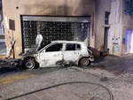 Padenghe due auto in fiamme in pochi giorni nel mirino un piromane