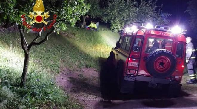 Pisogne si infortuna tagliando erba di sera anziano soccorso