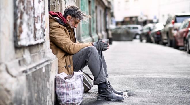 povertà poveri senzatetto