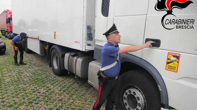carabinieri Pontevioco clandestini conteiner