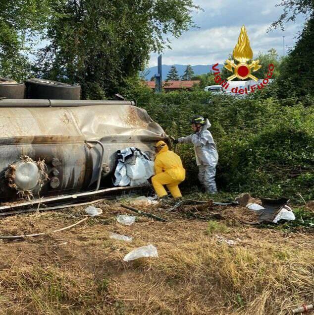 vigili del fuoco cisterna candeggina A4