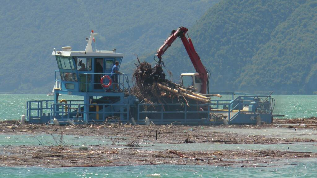 Lago d'Iseo Sebino battello spazzino foce Oglio Pisogne