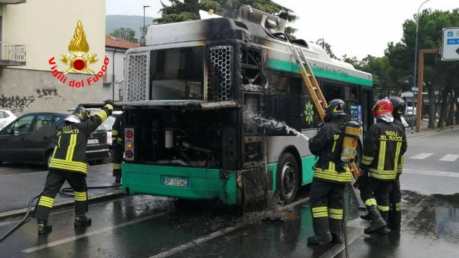 incendio fuoco rogo autobus